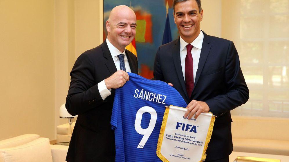 Foto: Pedro Sánchez recibió a Gianni Infantino en La Moncloa en el mes de septiembre. (EFE)