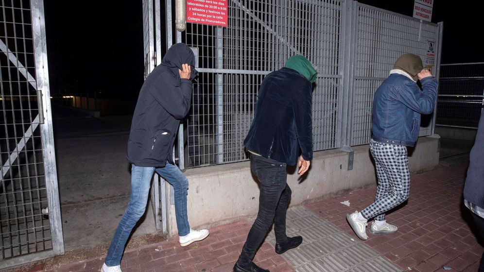Foto: Los tres jóvenes afganos que fueron detenidos. (EFE)