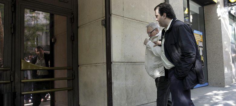 Foto: El dueño del bar Faisán, Joseba Elosua, y su hijo. (EFE)