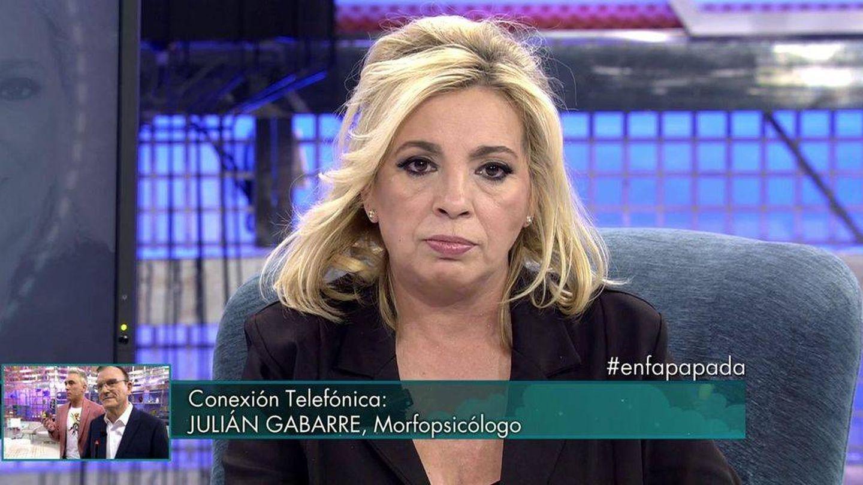 Carmen Borrego escucha a la persona que habló de ella. (Mediaset España)