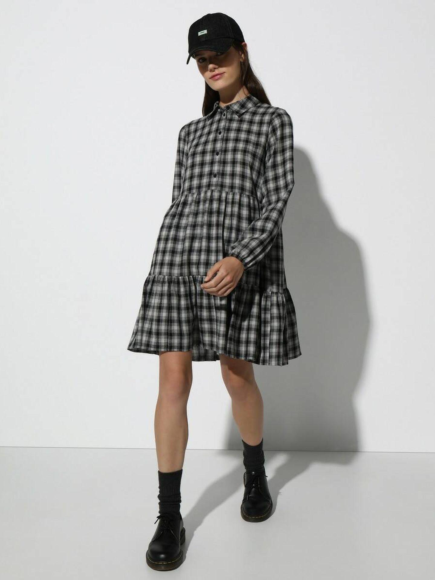 Vestido de cuadros de Easy Wear a la venta en El Corte Inglés. (Cortesía)