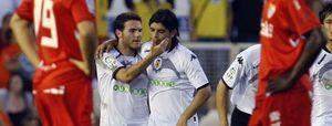 El Valencia se estrena con un gran triunfo ante un Sevilla en inferioridad