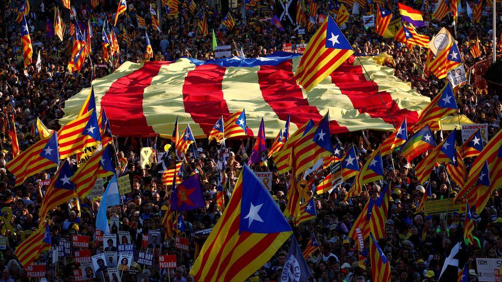 Foto: Miles de esteladas durante una manifestación independentista. (Reuters)