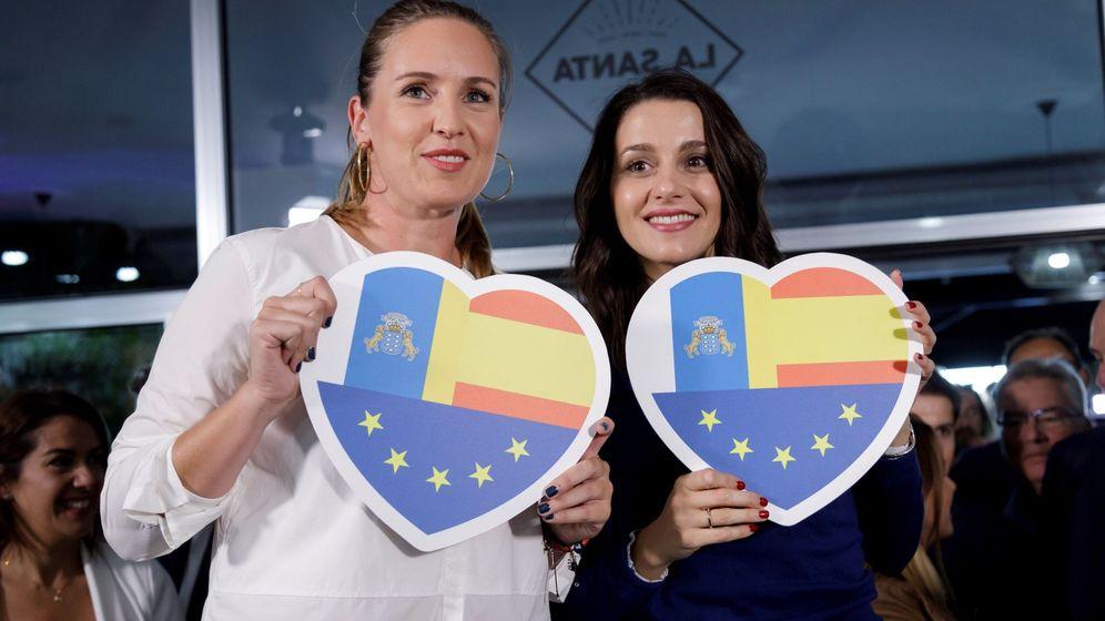 Foto: Melisa Rodríguez con Inés Arrimadas durante la campaña. (EFE)