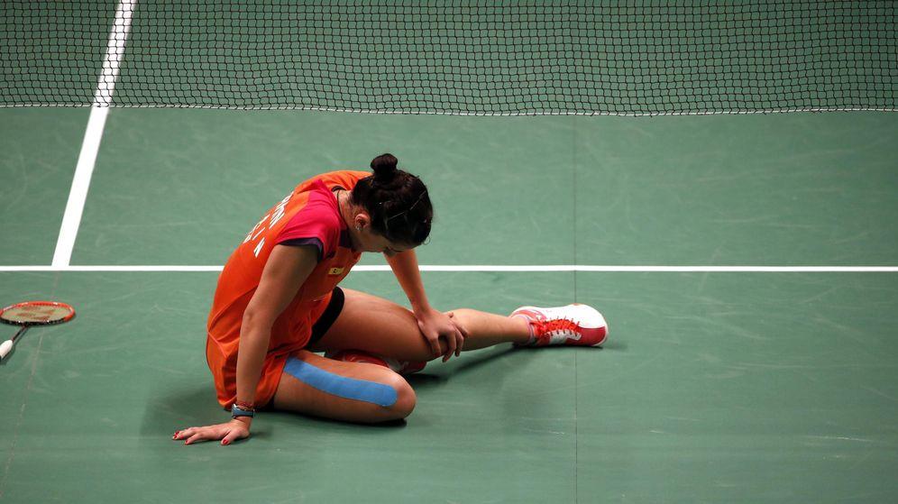 Foto: Momento en el que Carolina Marín se hace daño en uno de sus pies.