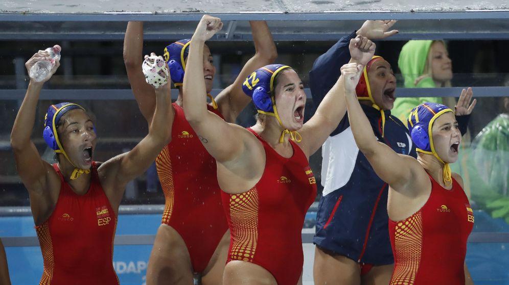 Foto: Las jugadoras españolas celebran la victoria ante Canadá en la semifinal del Mundial. (Reuters)