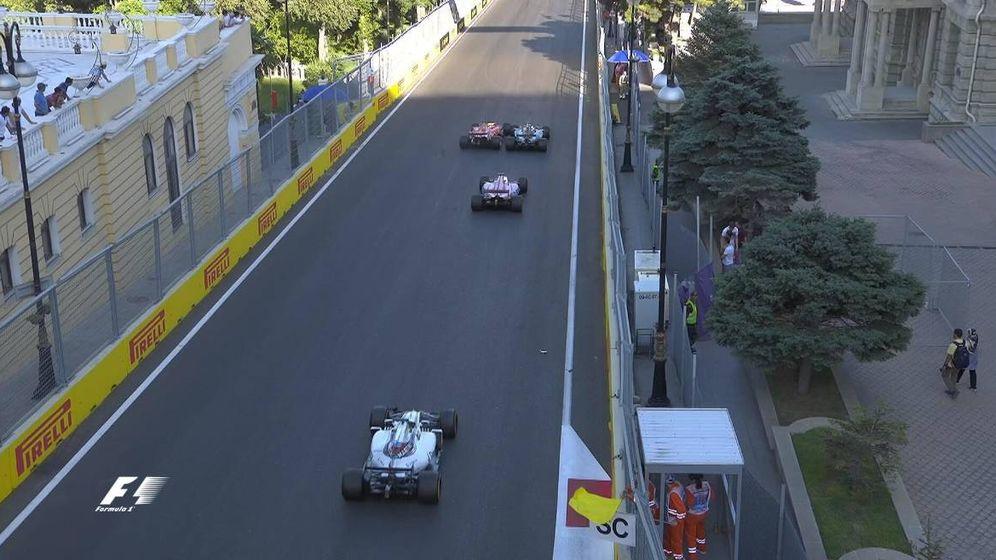 Foto: Momento en el que Vettel se tira a por Hamilton.