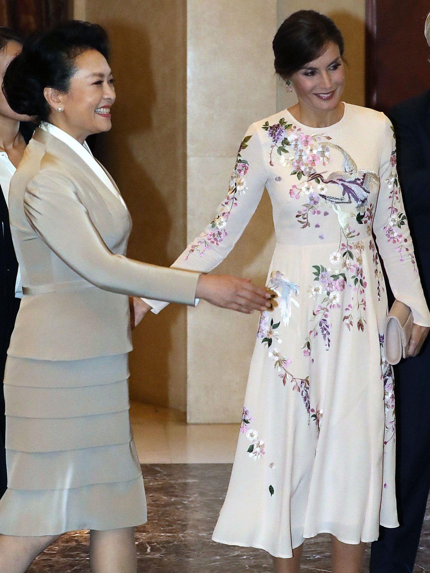 La Reina, con el vestido de Asos. (EFE)