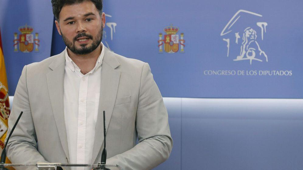 Foto: El portavoz de ERC, Gabriel Rufián, ofrece una rueda de prensa tras la reunión mantenida con la portavoz del grupo socialista en el Congreso. (EFE)