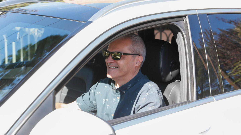 Ramón García atiende sonriente a los medios tras conocerse su separación. (Gtres)