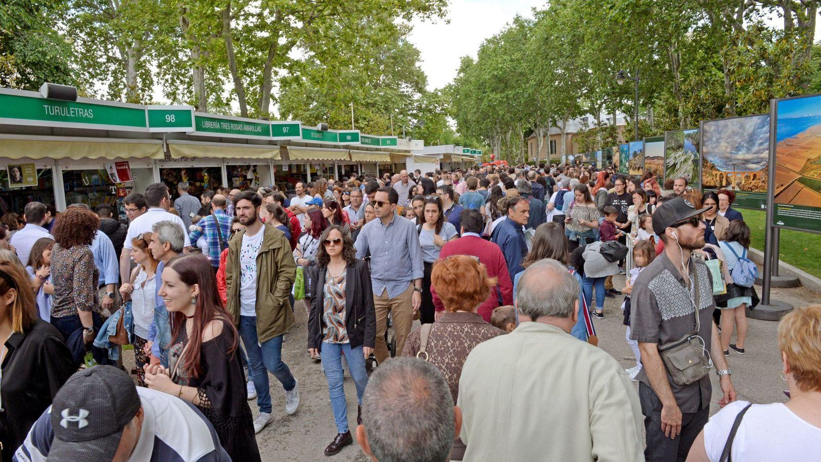 Foto: 77ª edición feria del libro de Madrid   EFE Víctor Lerena