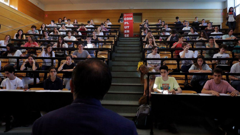 ¿Eliminar carreras de letras para que haya menos parados? España abre el debate
