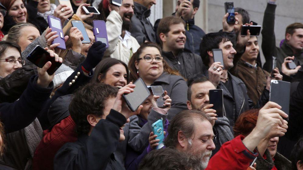 Foto: Irene Montero, durante un encuentro en el Congreso con un grupo de seguidores en redes sociales. (EFE)