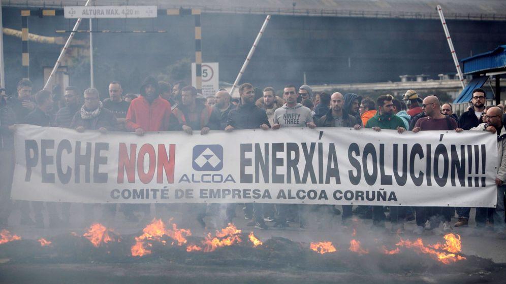 Foto: Trabajadores de Alcoa (Efe)