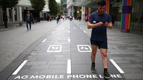 Manchester inaugura la primera calle lenta para ir caminando con el móvil