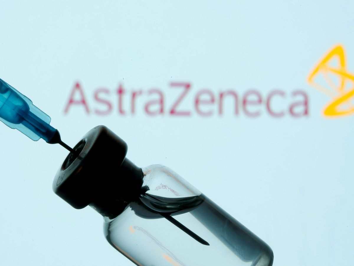Foto: Un vial de la vacuna de AstraZeneca. (Reuters)