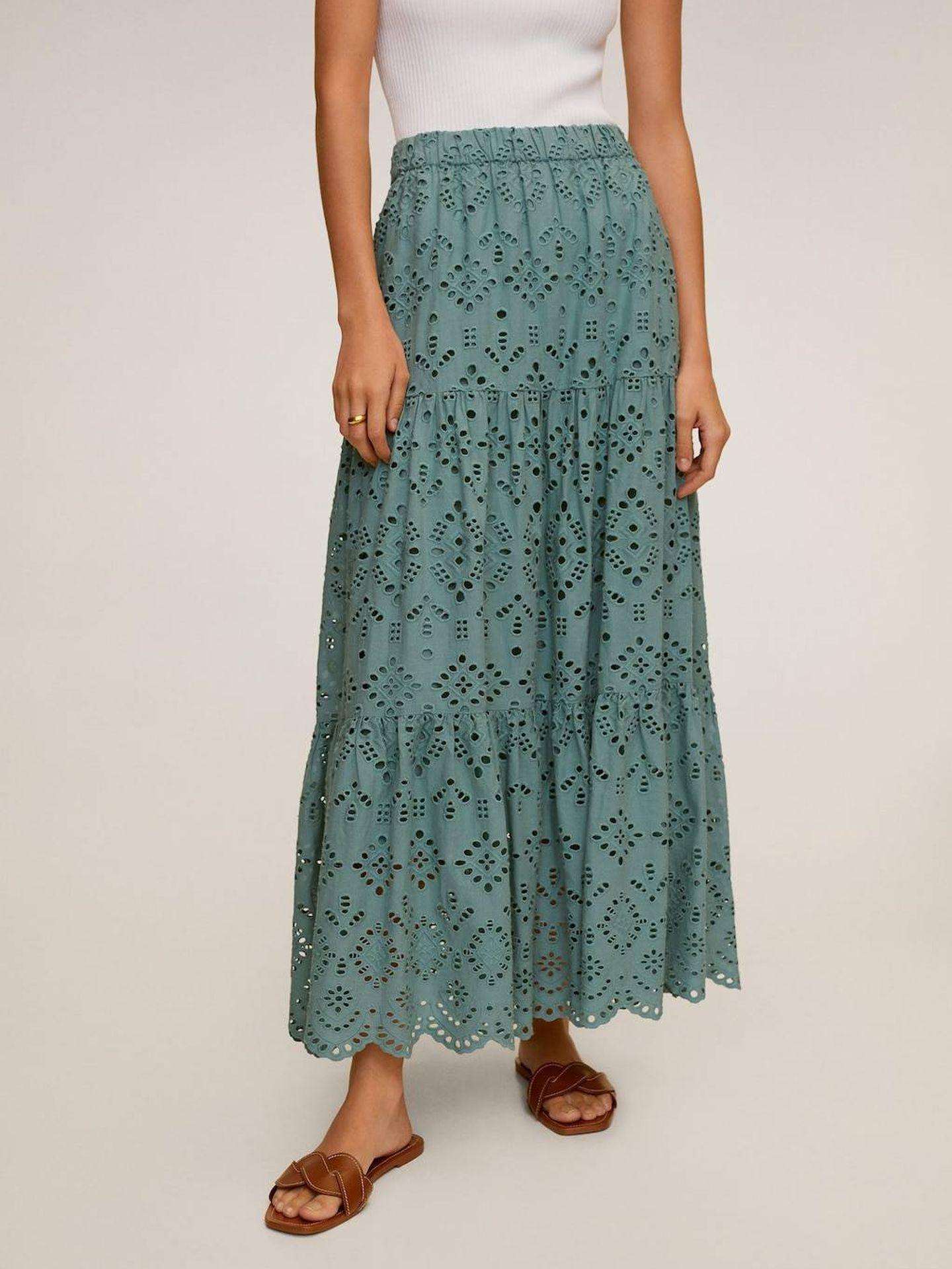 La falda larga calada de Mango Outlet. (Cortesía)