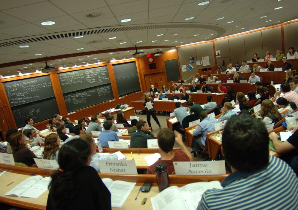 Foto: Un aula de la Escuela de Negocios de Harvard. (CC)