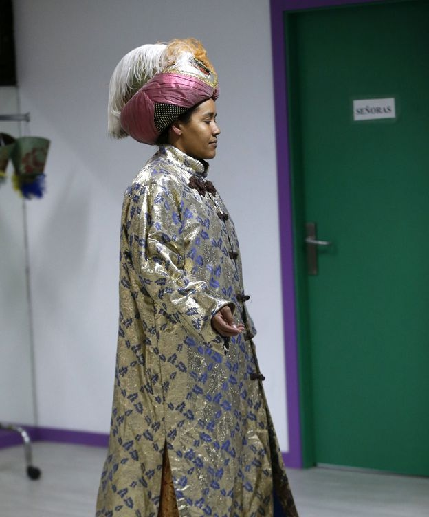 Foto: Anelly Marcos representó el papel de Reina Maga en la cabalgata del distrito madrileño de Ciudad Lineal. (EFE)