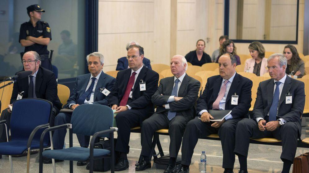 Foto: Los exdirectivos de Novacaixagalicia que la Audiencia Nacional ha enviado a prisión. (EFE)