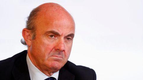 Guindos pide más esfuerzos para elevar su capital a BBVA y Sabadell