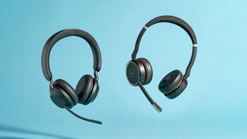 Foto: Dos modelos de auriculares inalámbricos Jabra.
