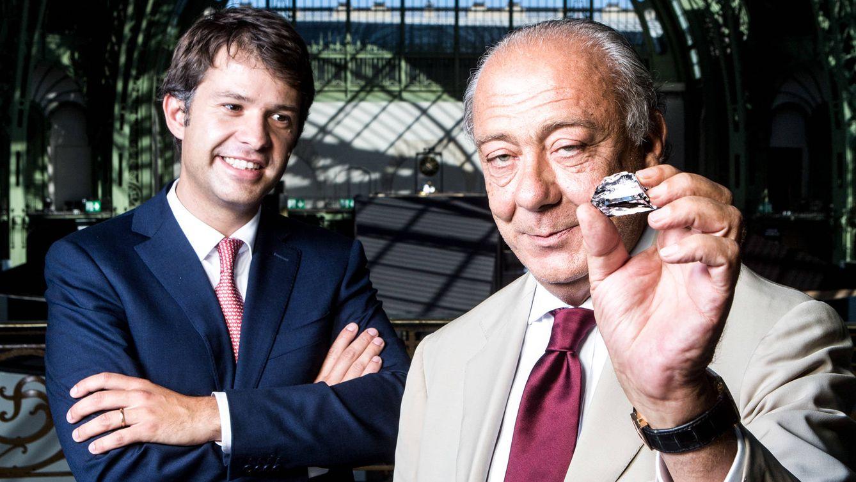 Foto: Fawaz Gruosi (derecha) muestra, junto a John Leitao, Chief Executive de Grisogono, su última adquisición: el Constellation, de 813 quilates. / FRED MACGREGOR