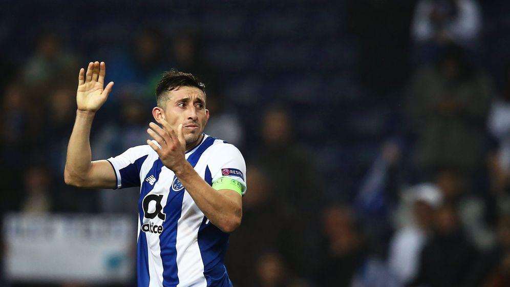 Foto: Herrera en el partido contra el Liverpool. (EFE)