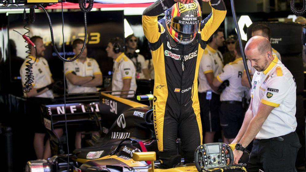 Foto: Carlos Sainz acabó su primera 'temporada' en Renault con una decepción. (EFE)