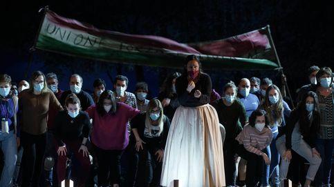 Los jóvenes 'asaltan' el tabú del Teatro Real