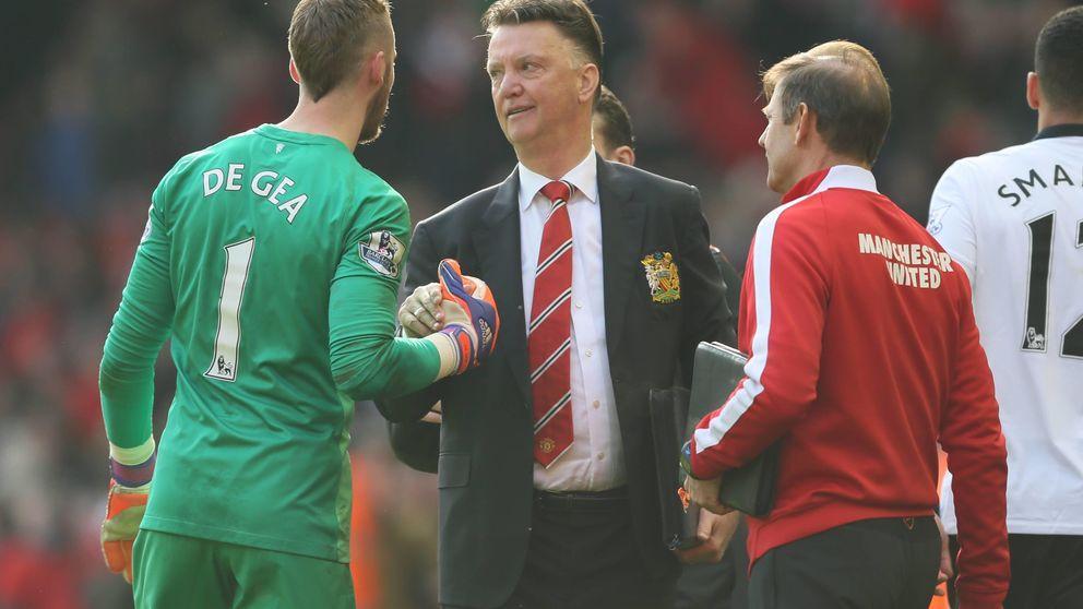 La mala baba de Van Gaal con De Gea ante la prensa y aficionados del United