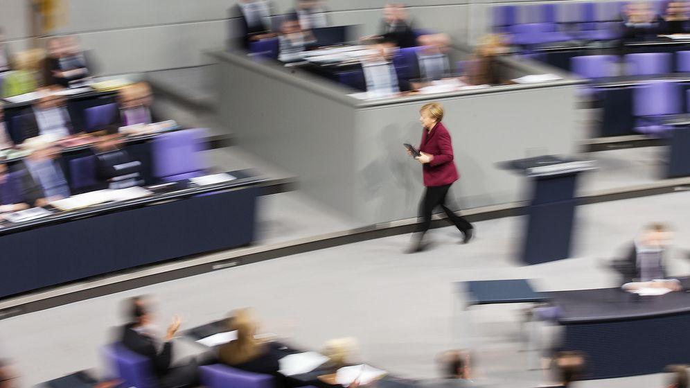 Foto: La Canciller alemana Angela Merkel abandona el podio tras hablar en el Bundestag, el Parlamento alemán (Reuters)