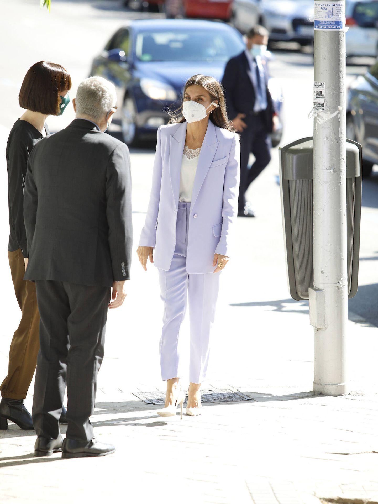 La reina Letizia, a su llegada a la sede de la AECC. (Limited Pictures)