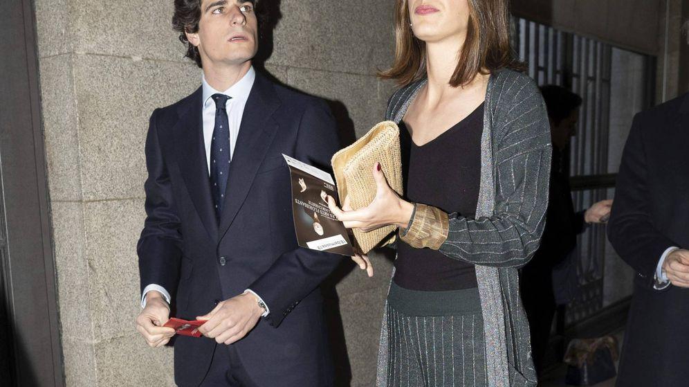 Foto: Sofía Palazuelo y Fernando Fitz-James Stuart, a la llegada a la ópera de 'Idomeneo' en el Teatro Real. (Cordon Press)