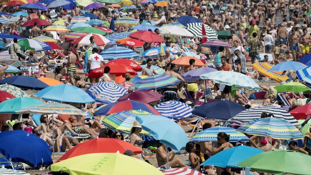 Foto: El turismo impulsa el crecimiento de la economía española (Efe)