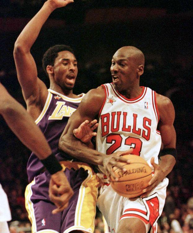 Foto: Michael Jordan en un partido contra Kobe Bryant. (Reuters)