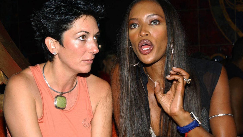 Ghislaine Maxwell y Naomi Campbell, en 2002. (Getty)