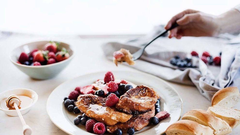Torrijas con miel y frutos rojos, el dulce ineludible de la Semana Santa