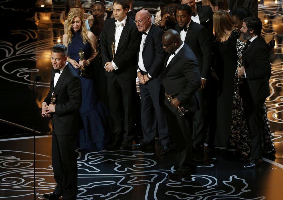 Foto: Brad Pitt recoge el Oscar por 'Doce años de esclavitud' (Reuters)