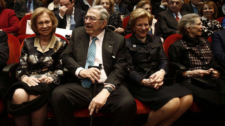 La reina Sofía, con Constantino, Ana María e Irene de Grecia el pasado febrero. (EFE)