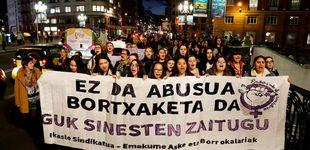 Post de Liberan a los otros 4 acusados de la 'Manada de Bilbao' tras el arresto para su expulsión