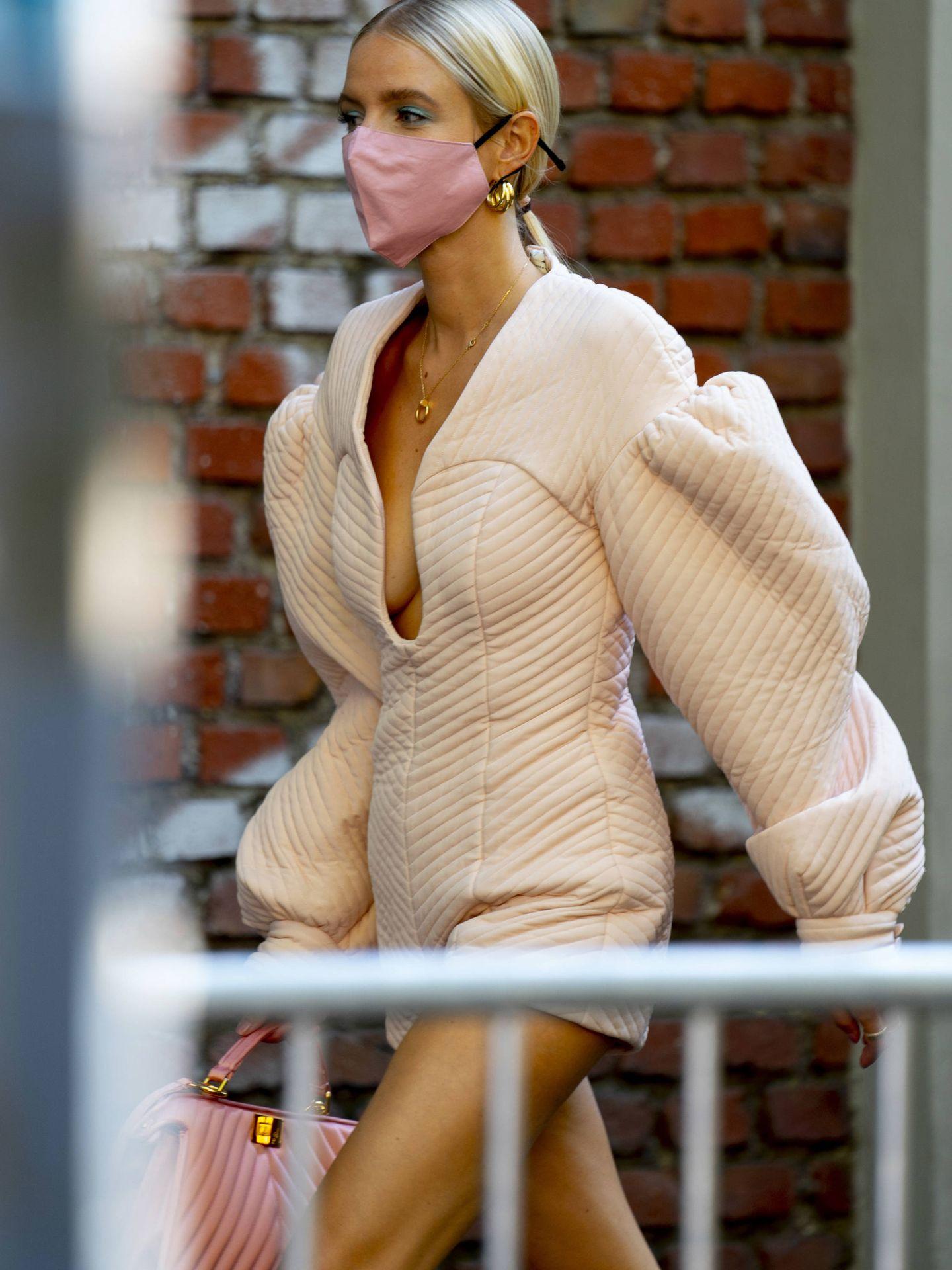Piernas, cuello y escote pueden tener el mismo tono si utilizas un sublimador. (Imaxtree)