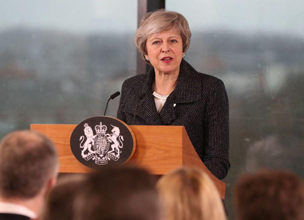 Foto: La primera ministra Theresa May durante su discurso ante empresarios en Belfast. (Reuters)