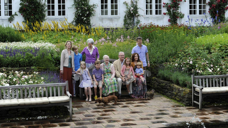 La familia en los jardines de Grasten. (Getty Images)