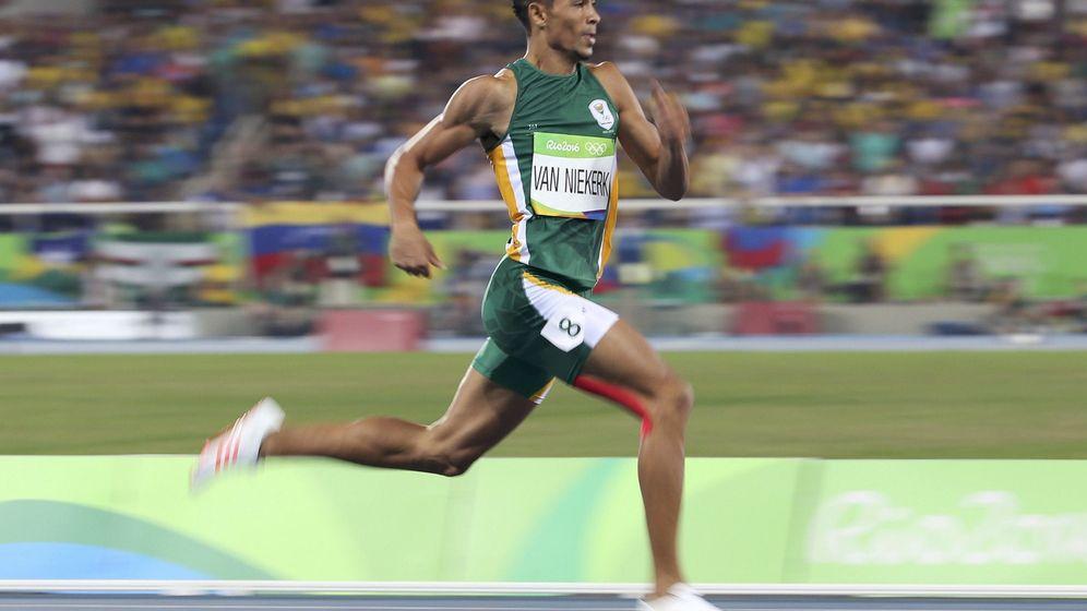 Foto: Wayde van Niekerk batió en los Juegos de Río el récord de los 400 metros de Michael Johnson. (Reuters)