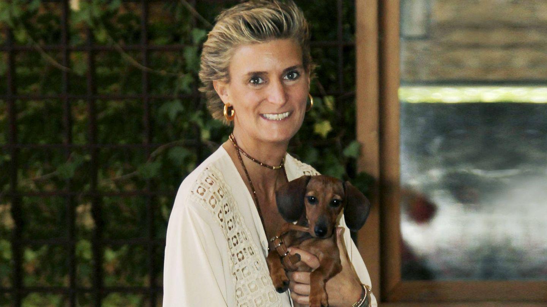 María Zurita con su perra, Zeta. (Cordon Press)