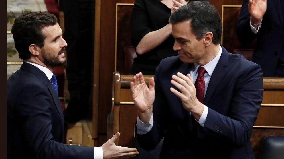 Foto: Pablo Casado felicita a Sánchez tras ser investido presidente. (EFE)
