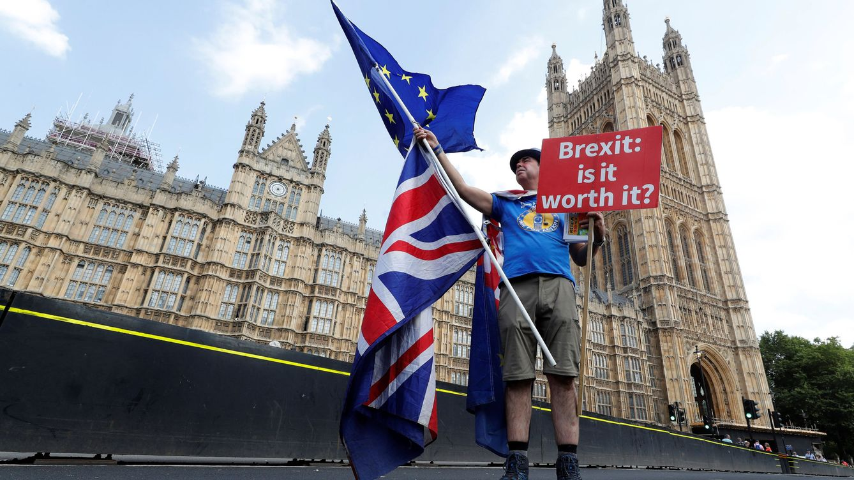 Foto: Protesta en contra del Brexit frente a Westminster. (EFE)