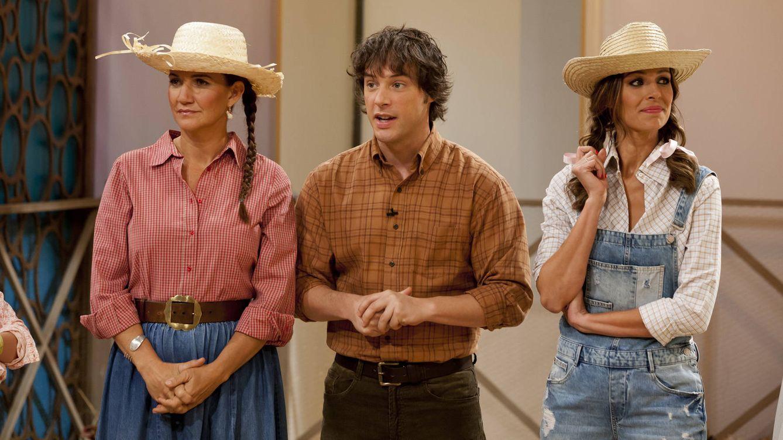 Foto: Samantha Vallejo-Nágera, Jordi Cruz y Eva González, vestidos de granjeros en 'MasterChef Junior 4' (RTVE)