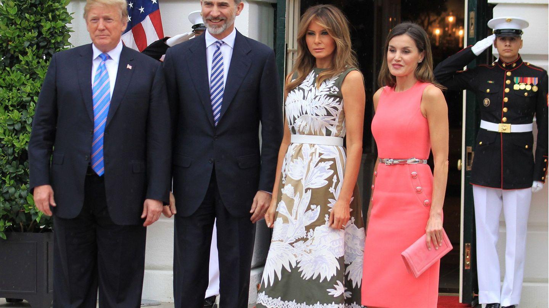 Los Reyes con el matrimonio Trump. (EFE)